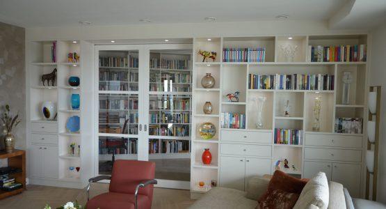 boekenkast afscheidingswand met schuifdeurkast